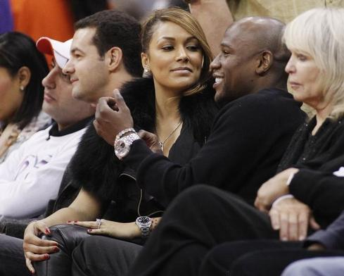 Ex-fiancee of boxer Floyd Mayweather accuses him of online humiliation