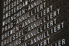 Информация об отмене рейсов в аэропорту Франкфурта-на-Майне 5 сентября 2014 года. Пилоты немецкой авиакомпании Lufthansa в среду проведут восьмичасовую забастовку в аэропорту Мюнхена - третью за последние две недели, сообщил профсоюз Vereinigung Cockpit. REUTERS/Ralph Orlowski