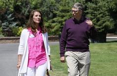 Imagen de archivo de Bill y Melinda Gates en Sun Valley, EEUU, jul 10 2014. La Fundación de Bill y Melinda Gates se comprometió el miércoles a destinar 50 millones de dólares para combatir la epidemia de ébola que afecta a África Occidental, que ya ha provocado la muerte de unas 2.300 personas en el peor brote del virus de la historia. REUTERS/Rick Wilking