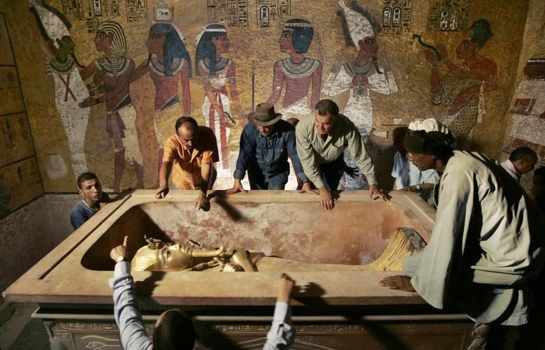 Zahi Hawass (back, 3rd L), head of the High Council for Antiquities, supervises the removal of the mummy of King Tutankhamen from his stone sarcophagus in his underground tomb in the Valley of the Kings in Luxor in this November 4, 2007 file photo.  REUTERS/Ben Curtis/Pool/Files