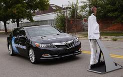 "An Acura RLX sedan brakes to avoid a mannequin ""pedestrian"" during Honda's Omni Directional V2X demonstration at the ITS World Congress in Detroit, Michigan September 10, 2014. REUTERS/Rebecca Cook"