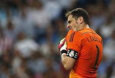 Goleiro do Real Madrid Iker Casillas durante partida contra o Atlético de Madri no estádio Santiago Bernabéu. 13/09/2014 REUTERS/Juan Medina