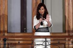 Presidente de Argentina, Cristina Kirchner, discursa em varanda da Casa Rosada, em Buenos Aires. 31/07/2014 REUTERS/Marcos Brindicci