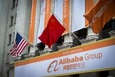 L'action Alibaba a pris jusqu'à 46% dans les premiers échanges lors de sa première journée de cotation, vendredi à Wall Street, valorisant le géant chinois du commerce en ligne à 244 milliards de dollars. /Photo prise le 19 septembre 2014/REUTERS/Lucas Jackson