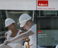 Adecco, numéro un mondial de l'intérim par le chiffre d'affaires, indique que son chiffre d'affaires organique avait augmenté au cours des deux premiers mois du troisième trimestre, tout en disant que les ventes de septembre avaient été moins bonnes que d'habitude. /Photo d'archives/REUTERS/Denis Balibouse