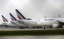Air France planes are parked on the tarmac at the Charles de Gaulle International Airport in Roissy, near Paris on the second week of a strike by Air France pilots September 22, 2014.  REUTERS/Jacky Naegelen
