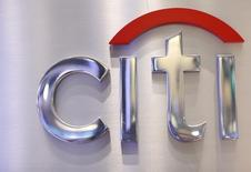 Un logo de Citi  visto en un stand de Citigroup en el piso de la Bolsa de Nueva York. Imagen de archivo, 16 octubre, 2012. Los acreedores que demandaron a Argentina por sus bonos en default no objetarán un pedido de Citigroup a una corte estadounidense para que se le permita completar el pago de intereses de títulos emitidos bajo leyes del país sudamericano, dijo el viernes una fuente. REUTERS/Brendan McDermid