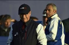 U.S. Ryder Cup captain Tom Watson (L) and Europe Ryder Cup captain Paul McGinley watch play on the first hole during fourballs matches at the 40th Ryder Cup at Gleneagles in Scotland September 27, 2014.   REUTERS/Toby Melville
