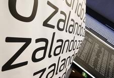 Zalando, le numéro un européen de la vente en ligne de prêt-à-porter, a gagné jusqu'à 12% mercredi matin pour ses débuts boursiers, avant de céder tout ses gains et de finir la journée à son prix d'introduction à 21,50 euros. /Photo prise le 1er octobre 2014/REUTERS/Ralph Orlowski