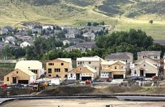 Casas en construcción en una nueva subdivisión en Golden, Colorado. Imagen de archivo, 28 agosto, 2014. Las solicitudes de crédito hipotecario en Estados Unidos subieron la semana pasada debido a un declive de las tasas de interés, dijo el miércoles un grupo del sector. REUTERS/Rick Wilking