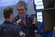 Wall Street a ouvert mercredi pratiquement inchangée dans l'attente du compte rendu de la dernière réunion de politique monétaire de la Réserve fédérale. Le Dow Jones perdait 0,01% à l'ouverture, à 16.717,05 points. /Photo prise le 3 octobre 2014/REUTERS/Brendan McDermid
