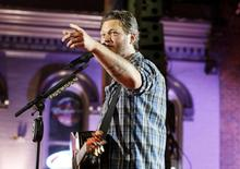 """Musician Blake Shelton performs """"Boys 'Round Here"""" during the 2014 CMT Music Awards in Nashville, Tennessee June 4, 2014.  REUTERS/Eric Henderson"""