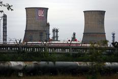 Вид на НПЗ Лукойла в Плоешти 2 октября 2014 года. Лукойл возобновил работу своего НПЗ Petrotel в Румынии, который был ранее остановлен из-за претензий правоохранительных органов к предприятию, сообщила компания в понедельник. REUTERS/Bogdan Cristel