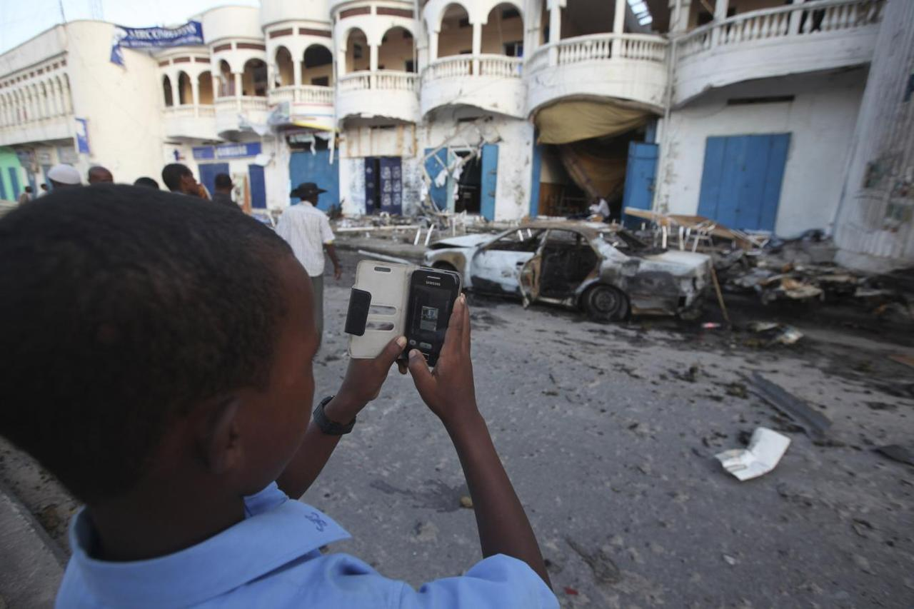 Bomb hits Somali police car day after deadly cafe attack