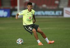 Atacante Neymar em treino da seleção brasileira no Estádio Nacional de Cingapura. 13/10/2014 REUTERS/Edgar Su