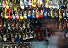 Sapatos femininos expostos em loja de Fortaleza. 15/06/2014 REUTERS/Mike Blake
