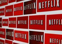 En la imagen, el logo de Netflix en Encinitas, California, el 14 de octubre de 2014. Netflix reportó un aumento neto de sus suscriptores por debajo de lo estimado debido a una menor crecimiento de su cartera de clientes en Estados Unidos, lo que provocó un desplome de las acciones de la firma de streaming de video.  REUTERS/Mike Blake