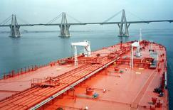 Imagen de archivo de un barco tanquero en el lago Maracaibo en Venezuela. La estatal Petróleos de Venezuela (PDVSA) puso a la venta cuatro tanqueros de crudo y dos de Gas Licuado de Petróleo (GLP) inactivos, en medio de una renovación de su flota, con miras a optimizar sus operaciones navieras.