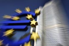 La Banque centrale européenne a commencé à acheter des obligations sécurisées, ouvrant ainsi  un nouveau front dans sa politique de soutien au crédit et à l'activité économique et de lutte contre les risques de déflation. /Photo d'archives/REUTERS/Alex Grimm
