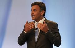 Candidato do PSDB à Presidência, Aécio Neves, durante debate em emissora de TV em São Paulo. 19/10/2014 REUTERS/Nacho Doce