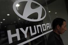 A visitor walks past a Hyundai Motor logo at a Hyundai dealership in Seoul April 25, 2013.   REUTERS/Kim Hong-Ji
