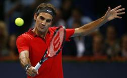 Switzerland's Roger Federer returns the ball to Ivo Karlovic during their semi-final match at the Swiss Indoors ATP tennis tournament in Basel October 25, 2014.  REUTERS/Arnd Wiegmann