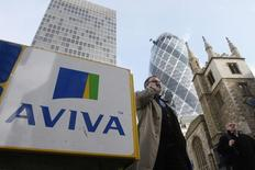 De solides performances en Europe et en Asie ont permis à l'assureur britannique Aviva de dégager une croissance de 15% à 690 millions de livres de ses nouvelles polices d'assurance-vie sur une période de neuf mois au 30 septembre. /Photo d'archives/REUTERS/Stephen Hird