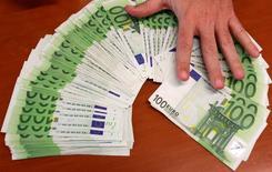 Les actifs gérés en épargne salariale ont encore progressé au premier semestre, pour approcher les 111 milliards d'euros à fin juin, soutenus à la fois par la collecte et un effet de marché favorable, selon l'Association française de la gestion financière (AFG). /Photo d'archives/REUTERS/Andrea Comas