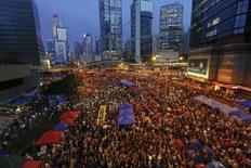 Manifestantes pró-democracia durante protesto no distrito financeiro de Hong Kong. 28/10/2014 REUTERS/Damir Sagolj