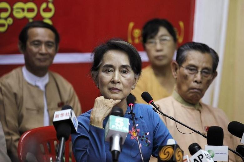 Myanmar's pro-democracy leader Aung San Suu Kyi listens as reporter asks her a question during a news conference at the National League for Democracy party head office in Yangon November 5, 2014. REUTERS/Soe Zeya Tun