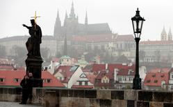 """Tourists take a """"selfie"""" picture on the medieval Charles bridge in Prague November 7, 2014. The crisis in Russia's relations with the West has hit Czech tourism, with the number of spend-happy Russian visitors dropping 14 percent in the third quarter, data showed on Friday.  REUTERS/David W Cerny (CZECH REPUBLIC - Tags: CITYSCAPE SOCIETY TRAVEL BUSINESS POLITICS) - RTR4D8NM"""