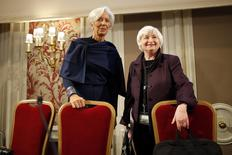 U.S. Federal Reserve Chair Janet Yellen (R) and IMF President Christine Lagarde (L) attend a conference of central bankers hosted by the Bank of France in Paris November 7, 2014.  REUTERS/Charles Platiau