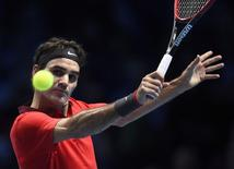 Roger Federer of Switzerland plays a return during his men's singles tennis match against Milos Raonic of Canada at the ATP World Tour Finals at the O2 Arena in London November 9, 2014.   REUTERS/Dylan Martinez
