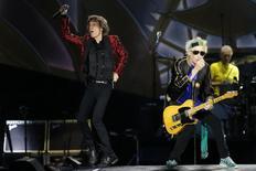 """Mick Jagger (esquerda), Keith Richards e Charlie Watts, dos Rolling Stones, apresentam show """"14 on Fire"""" em Madri, na Espanha, em junho. 25/06/2014 REUTERS/Juan Medina"""