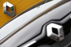 Renault, exposé au Japon par l'intermédiaire de son partenaire Nissan, lâche 1,4% vers 12h40. Au même moment, le CAC 40 perd 0,33% à 4.188,48 points. /Photo d'archives/REUTERS/Christian Hartmann