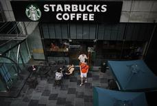 Customers walk out of a Starbucks coffee store in Shanghai July 28, 2014.REUTERS/ Carlos Barria