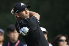 Sergio Garcia of Spain tees off on the 14th hole during the first round of the WGC-HSBC Champions golf tournament in Shanghai November 6, 2014. REUTERS/Aly Song