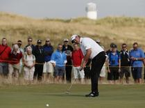 Boo Weekley of the U.S. putts on the fifth grren during the second round of the British Open Championship at the Royal Liverpool Golf Club in Hoylake, northern England July 18, 2014.   REUTERS/Stefan Wermuth (BRITAIN  - Tags: SPORT GOLF)   - RTR3Z6ON