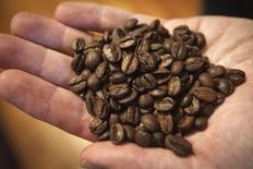 Amostra de café fotografada na Nicarágua. 23/10/2014. REUTERS/Carlo Allegri