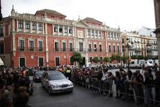 The coffin of Spain's Duchess of Alba Cayetana Fitz-James Stuart y Silva is transported inside a hearse next to the town hall in the Andalusian capital of Seville November 20, 2014. REUTERS/Jon Nazca