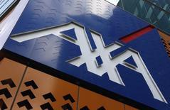 Axa a annoncé jeudi anticiper une hausse d'au moins 5% de son volumes d'affaires nouvelles en assurance vie, épargne et retraite en 2014 et a confirmé viser une croissance en assurance dommages malgré un léger ralentissement constaté. /Photo d'archives/REUTERS/Mick Tsikas