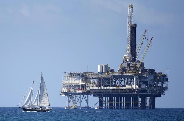 11月24日、今週27日にウィーンで開かれる石油輸出国機構(OPEC)総会について市場関係者らは、大幅な減産の決定が見送られた場合は原油価格が1バレル=60ドルまで下落する可能性があると予想している。写真は、原油採掘現場、9月撮影(2014年 ロイター/Lucy Nicholson)