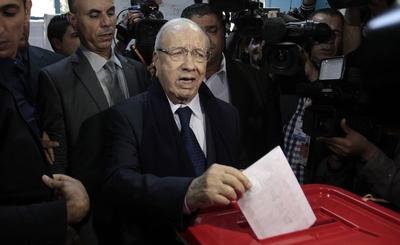 Tunisia presidential vote heads into close run-off