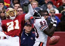 Washington Redskins cornerback Fred Smoot (L) defends against Chicago Bears wide receiver David Terrell in Landover, Maryland in this file photo from December 23, 2001. Former NFLer Smoot has been charged with domestic assault following an altercation at a suburban Washington home, police said November 25, 2014.   REUTERS/Gary Cameron