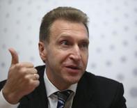 En la imagen, Igor Shuvalov, participa en una cumbre de inversión de Reuters en Moscú. 23 de septiembre, 2013. La decisión de la OPEP de no reducir la producción de petróleo del cartel ha obligado a Rusia a mantener sus propios niveles de bombeo, dijo el sábado el primer viceprimer ministro ruso, Igor Shuvalov, según reportó la agencia de noticias TASS. REUTERS/Sergei Karpukhin