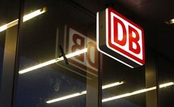 Deutsche Bahn s'apprêterait à poursuivre à nouveau lundi des compagnies aériennes qu'elle accuse d'entente illicite sur les tarifs du fret de 1999 à 2006. /Photo prise le 7 novembre 2014/REUTERS/Michaela Rehle