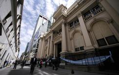 El Banco Central argentino en el distrito financiero de Buenos Aires, oct 2 2014.  La recaudación de impuestos de Argentina subió un 38,4 por ciento en noviembre comparado con el mismo mes del 2013 al totalizar 101.837 millones de pesos (11.945 millones de dólares), dijo el lunes el Gobierno. Reuters/ MARCOS BRINDICCI
