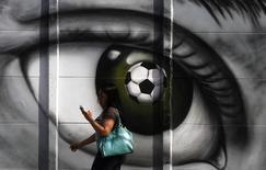 Граффити в Сан-Паулу 5 мая 2014 года. REUTERS/Nacho Doce