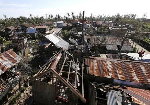 Typhoon slams Philippines