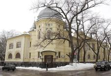 Вид на штаб-квартиру Мечела в Москве 25 февраля 2010 года. Оказавшаяся на грани банкротства горно-металлургическая компания Мечел увеличила чистый убыток в третьем квартале более чем в 9 раз в квартальном сравнении до $575 миллионов, сообщила компания во вторник. REUTERS/Sergei Karpukhin